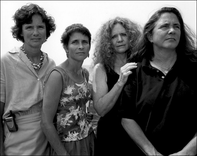 4 sisters photographed in the same position - 2004