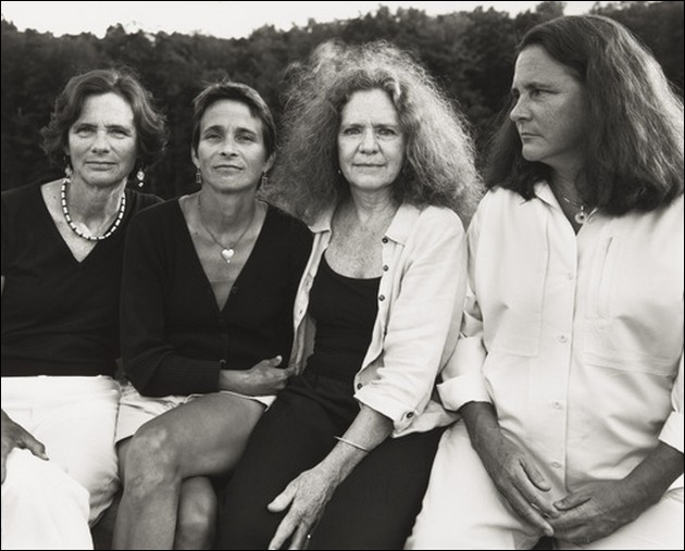 4 sisters photographed in the same position - 2006